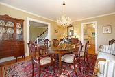 Sala de jantar de luxo com móveis antigos — Fotografia Stock