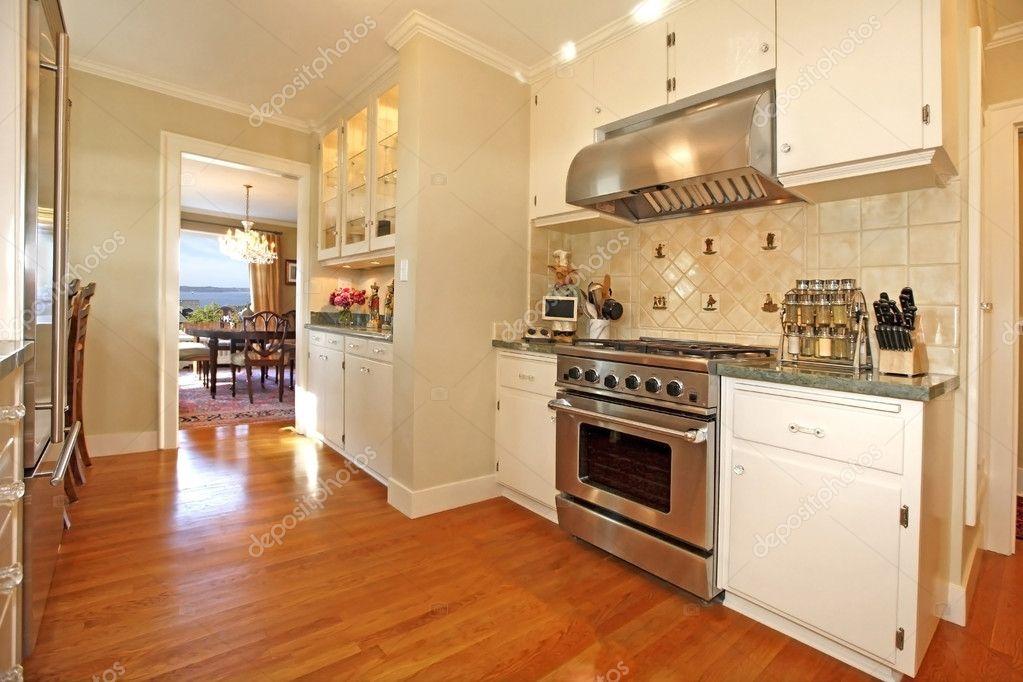 Luxus weiß Creme italienische Küche — Stockfoto © iriana88w #8875819