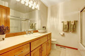 Outdated simple bathroom with wood cabinets, — Stock Photo