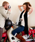 Couple on the scooter photographing and having fun. — Stock Photo