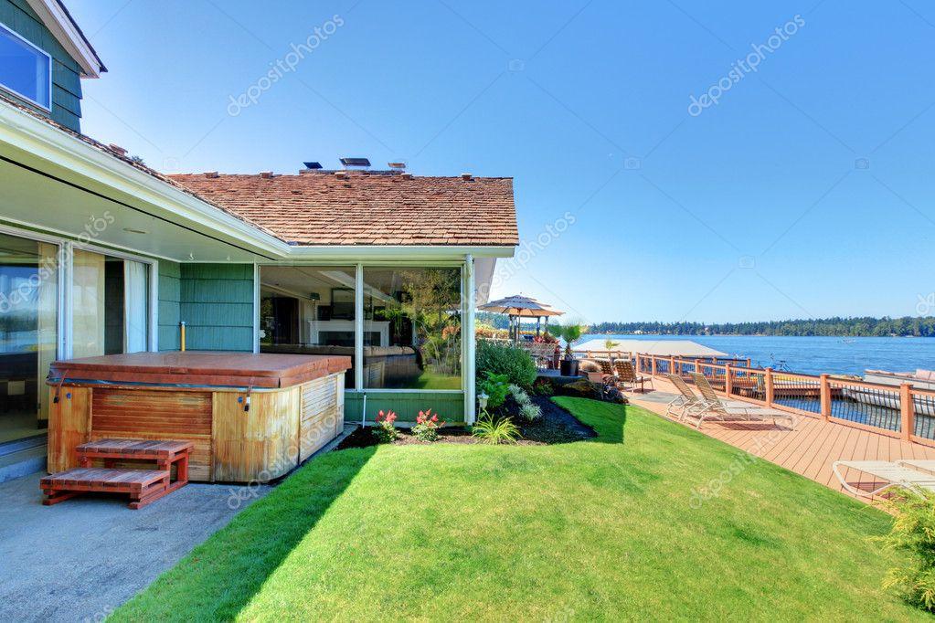 Frente al lago agua con amplia terraza y ba era cerca de for Terraza al frente dela casa