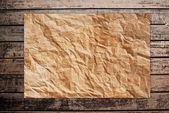 Papier vintage sur le fond de texture en bois classique. — Photo