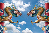 Dragon statue with the blue sky. — 图库照片