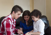 Hispanic Family Prayer Time — Stockfoto
