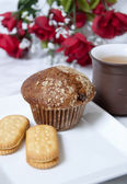 Muffin,tea and nature leaf — Stock Photo