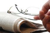 Newspaper and eyeglasses — Stock Photo