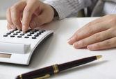 Businesswoman calculating expenses — Stock Photo