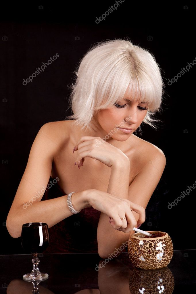 Голая женщина в ресторане