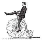 пенни-фартинг или высокое колесо велосипеда, старинные гравюры — Cтоковый вектор