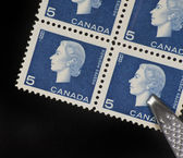 CANADA-CIRCA 1962: A stamp printed in CANADA shows image of Elizabeth II — Stock Photo
