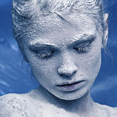 Portrait of a beautiful girl in the frost on his face — Stock Photo