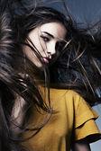 Piękna dziewczyna z doskonałej skóry i długie włosy, rozwój — Zdjęcie stockowe