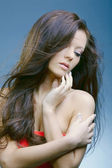 Beautiful woman with perfect skin and long dark luxuriant hair — Stock Photo