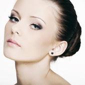 Beau visage d'une femme avec une peau parfaite — Photo