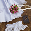 Wedding decoration: garter dress and bridal bouquet. — Zdjęcie stockowe