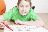 Oyun ve çizim güzel gülen çocuk portresi — Stok fotoğraf