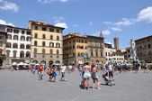 Tourists on Piazza della Signoria — Stock Photo