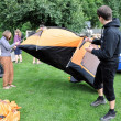 Putting a tent — Foto Stock