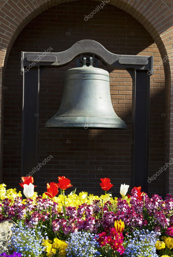 Memorial Bell in Capital of Victoria Canada with Brick Wall in Background — Stock Photo #10393942