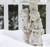 Stone Statue Lovers in the Snow — Stock Photo