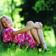 Girl lying under a tree — Stockfoto