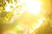 Sunrise üstünde sarışın — Stok fotoğraf