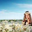 Girl on the daisy flowers field — Stock Photo