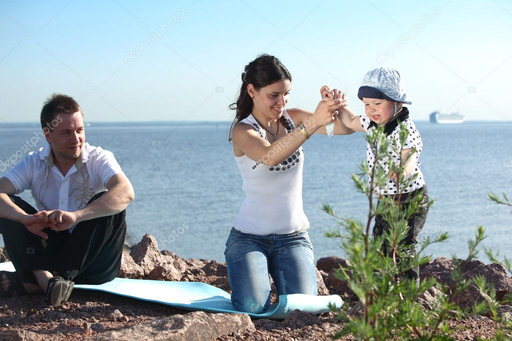 Happy family on picnic sea on background — Stock Photo #8566195
