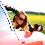 Frau im roten Wagen — Stockfoto