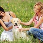 kamarádky a pes — Stock fotografie #8941407