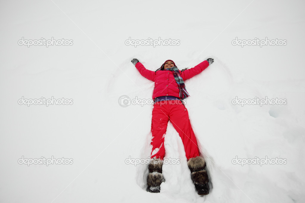 Winter woman lay on snow — Stock Photo #8941559