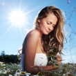 Mädchen Kleid im Feld Blumen Gänseblümchen — Stockfoto