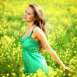 Woman on oilseed field — Stockfoto