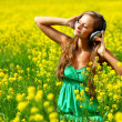 Listening to music — Stockfoto