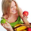 Woman holds a basket of fruit — Stockfoto