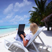Tropical business woman with laptop — Stock Photo