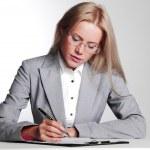 mulher de negócios, escrevendo no caderno — Foto Stock