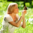 Woman playing with a butterfly — ストック写真