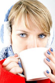 Blue-eyed girl drinks a coffee. — Stock Photo