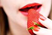 Eating a strawberry — Stock Photo