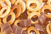 Dry bagel, raisins, chocolate isolated — Stock Photo