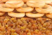 Many dry bagels and raisins — Stock Photo