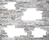 Eine steinmauer mit weißen fenstern — Stockfoto