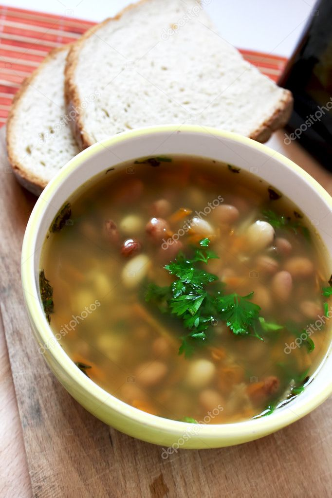 Bean soup with parsley and bread — Stock Photo #10530953