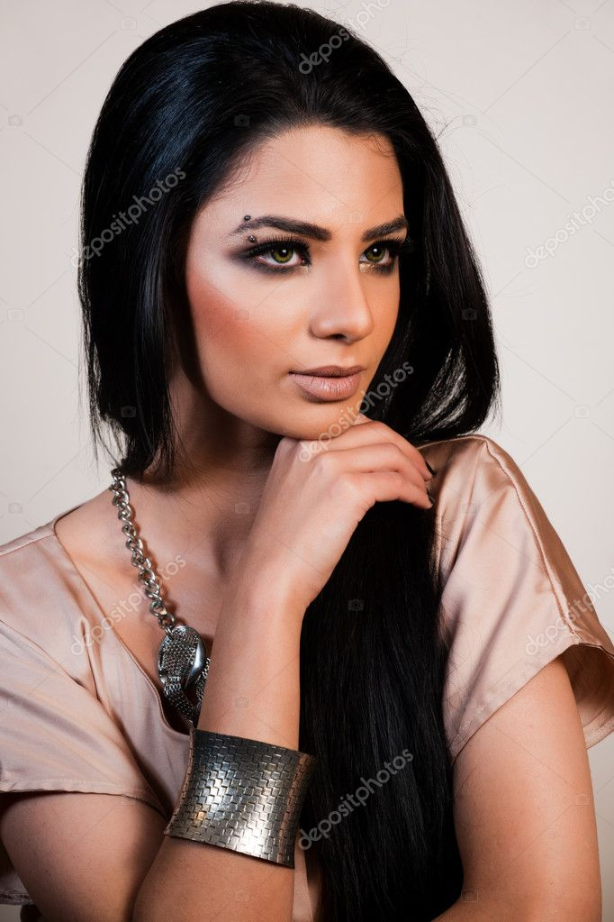 Beauty portrait of an attractive Indian girl — Stock Photo #9856480