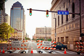 Señal de tráfico cerrado en centro cleverland — Foto de Stock