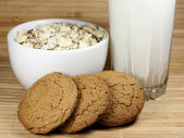 Glass of milk, cereals and biscuits — Stock Photo