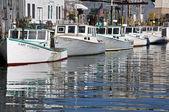 Banchine e barche — Foto Stock