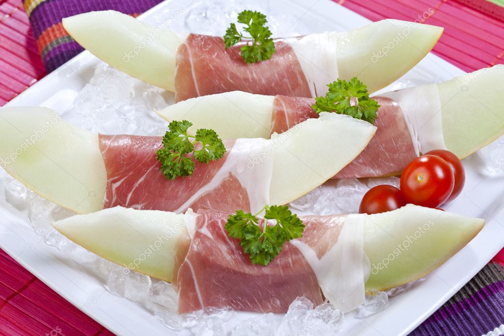 Download - Honeydew melon with parma ham — Stock Image #8935345