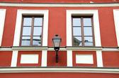 装修好的古建筑墙体和复古灯 — 图库照片
